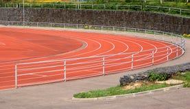 Teil des Sportstadions mit laufenden Spuren Lizenzfreies Stockbild