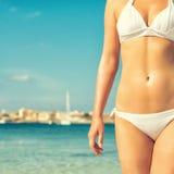 Teil des suntanned Frauenkörpers Lizenzfreies Stockfoto