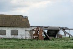 Teil des verlassenen Kuhstalls Stockbild