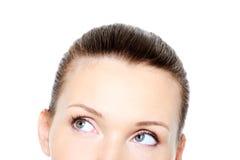 Teil des weiblichen Kopfes mit Rollenaugen Stockfotos