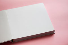 Teil des weißen leeren offenen Buches Stockbilder