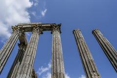 Teil eines alten Monuments/des Marksteins in einer europäischen Stadt in Portugal - römischer Tempel Stockbild