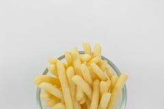 Teil Pommes-Frites (gebratene Kartoffeln) in der Schüssel Stockfotos