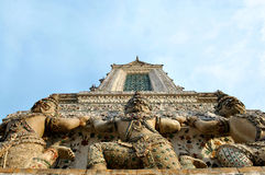 Teil stupa in wat arun Thailand stockfoto