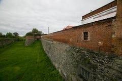 Teil Verstärkungsarbeiten des Schlosses in Dubno ukraine lizenzfreie stockfotos