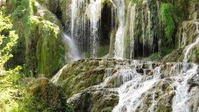 Teil von der Wasserfall-Kaskade Krushuna Bulgarien im Sommer lizenzfreie stockfotografie