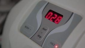 Teile des Gerätes für das Verfahren von microcurrents im Cosmetology stock footage