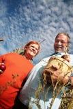Teilen der Äpfel Lizenzfreie Stockfotos