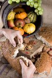 Teilen des Brotes