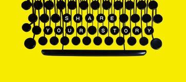 Teilen Sie Ihre Geschichte auf Gelb Stockfoto