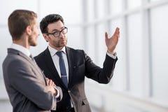 Teilhaber, die Aussichten Arbeits sich besprechen stockfotos