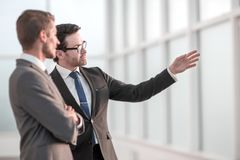 Teilhaber, die Aussichten Arbeits sich besprechen lizenzfreies stockfoto