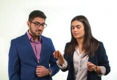 Teilhaber konzentrieren sich auf die leere Hand eines Kollegen Lizenzfreie Stockfotografie