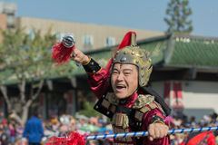 Teilnahme mit Samuraikostüm während des 117. goldenen Drago Lizenzfreie Stockfotografie