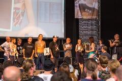 Teilnehmer an der 10. internationalen Tätowierungs-Vereinbarung in Kongress-AUSSTELLUNG Mitte Lizenzfreies Stockbild
