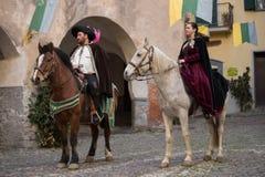 Teilnehmer der mittelalterlichen Kostümparty Stockbilder
