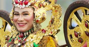 Teilnehmer, der an Parade Asienspieles 2018 lächelt stock video footage