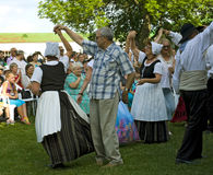 Teilnehmer des Folkloreensembles Stockfotografie