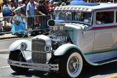 Teilnehmer, die Auto während der 34. jährlichen Meerjungfrau-Parade bei Coney Island reiten Lizenzfreies Stockfoto