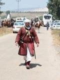 Teilnehmer an die Rekonstruktion von Hörnern von Hattin kämpfen im Jahre 1187 nach links das Lager zu Fuß und gehen zum Schlachtf Stockfoto