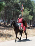 Teilnehmer an die Rekonstruktion von Hörnern von Hattin kämpfen im Jahre 1187 nach links das Lager zu Pferd und Fahrt gehen zum S Lizenzfreie Stockbilder