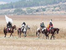 Teilnehmer an die Rekonstruktion von Hörnern von Hattin kämpfen im Jahre 1187 nach links das Lager zu Pferd und Fahrt gehen zum S Stockbilder