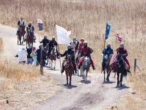 Teilnehmer an die Rekonstruktion von Hörnern von Hattin kämpfen im Jahre 1187 nach links das Lager zu Pferd und Fahrt gehen zum S Stockbild