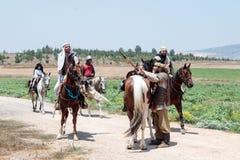 Teilnehmer an die Rekonstruktion von Hörnern von Hattin kämpfen im Jahre 1187 nach links das Lager zu Pferd und gehen zum Schlach Lizenzfreies Stockfoto