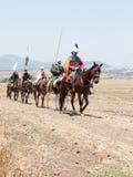 Teilnehmer an die Rekonstruktion von Hörnern von Hattin kämpfen im Jahre 1187 nach links das Lager zu Pferd und gehen zum Schlach Stockfotos