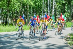 Teilnehmer an eine Fahrradfahrt stockbild