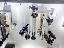 Teilnehmer haben eine Diskussion an der CeBIT-Informationstechnologiemesse Stockfoto