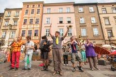 Teilnehmer am jährlich (9.-12. Juli) 28. internationalen Festival von Straßen-Theatern Lizenzfreie Stockfotos