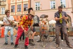 Teilnehmer am jährlich (9.-12. Juli) 28. internationalen Festival von Straßen-Theatern Stockbild