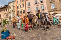 Teilnehmer am jährlich (9.-12. Juli) 28. internationalen Festival von Straßen-Theatern Stockbilder