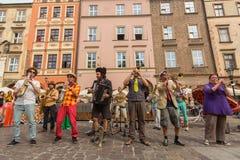 Teilnehmer am jährlich (9.-12. Juli) 28. internationalen Festival von Straßen-Theatern Stockfoto