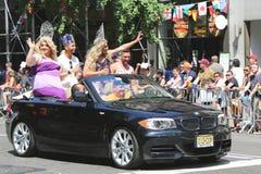 Teilnehmer LGBT Pride Parade an New York City Lizenzfreie Stockbilder