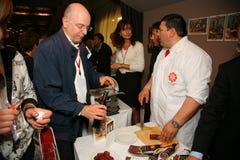 Teilnehmer und Besucher zur Geschäftsausstellung von Herstellern und von Lieferanten von italienischen Weinen und von Lebensmitte Lizenzfreie Stockfotos