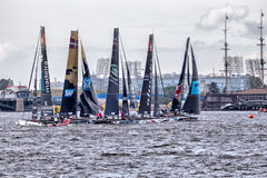 Teilnehmer von extremen segelnden Katamarann der Reihen-Tat 5 laufen auf 1th- 4. September 2016 in St Petersburg, Russland Stockbild