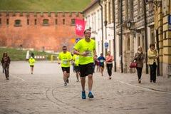 Teilnehmer während des jährlichen Krakau-International Marathons Lizenzfreies Stockfoto