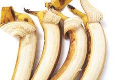 Teils abgezogene Lüge der Banane vier in der horizontalen Reihe Stockbild