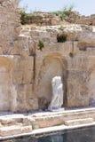 Teilweise konservierte weibliche Statue nach innen in ruiniert Lizenzfreie Stockbilder