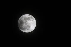 Teilweise Mondfinsternis am 25. April 2013 am 21:53: 42, Bahrain Lizenzfreies Stockbild