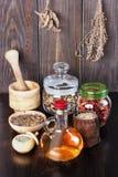 Teinture de fines herbes thérapeutique, médecine parallèle, philtres d'amour, Photographie stock