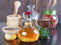 Teinture de fines herbes thérapeutique, médecine parallèle, philtres d'amour, Image stock