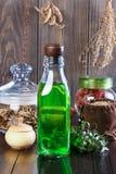 Teinture de fines herbes thérapeutique, médecine parallèle, philtres d'amour, Photo stock