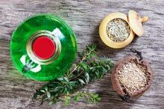 Teinture de fines herbes thérapeutique, médecine parallèle, philtres d'amour, Image libre de droits