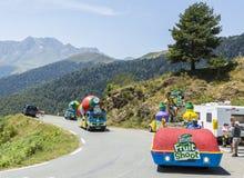 Teisseire-Wohnwagen auf einem Kopfstein-Straßen-Tour de France 2015 Lizenzfreie Stockbilder