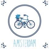 Teja azul holandesa con la bicicleta Foto de archivo libre de regalías