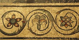 Teja de mosaico en el chalet antiguo de Román imágenes de archivo libres de regalías