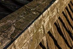 Teja de tejado de madera de la casa vieja Imágenes de archivo libres de regalías